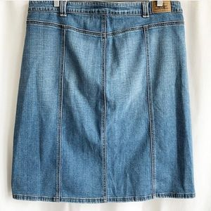 Levi's Skirts - Levi's button up skirt with front pockets